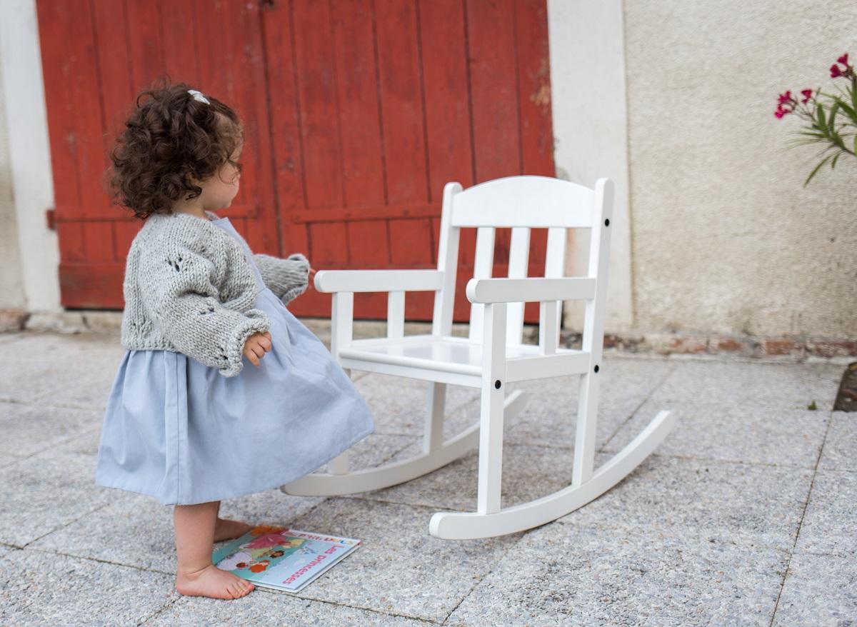 Boléro-tricoté-main-pour-petite-fille
